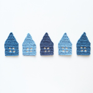 Little crochet houses